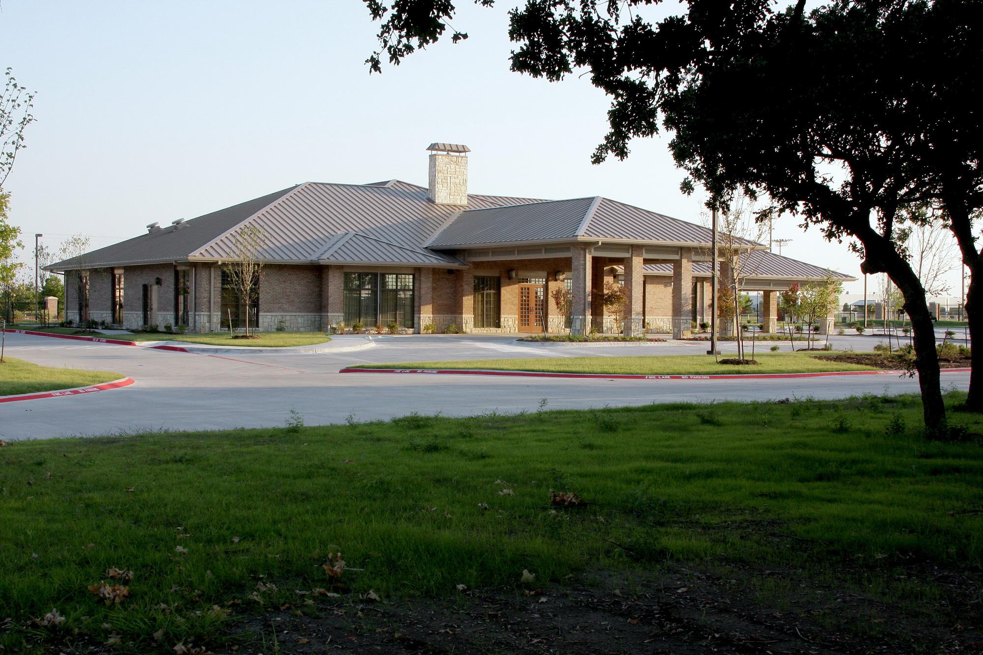 rolling oaks memorial garden funeral home exterior